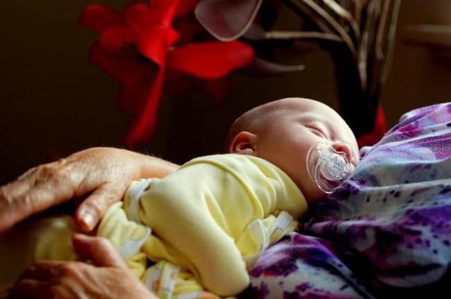 Để tránh tất cả những nguy cơ gây tử vong ở trẻ sơ sinh khi đang ngủ cha mẹ hãy áp dụng ngay cách này - Ảnh 3.