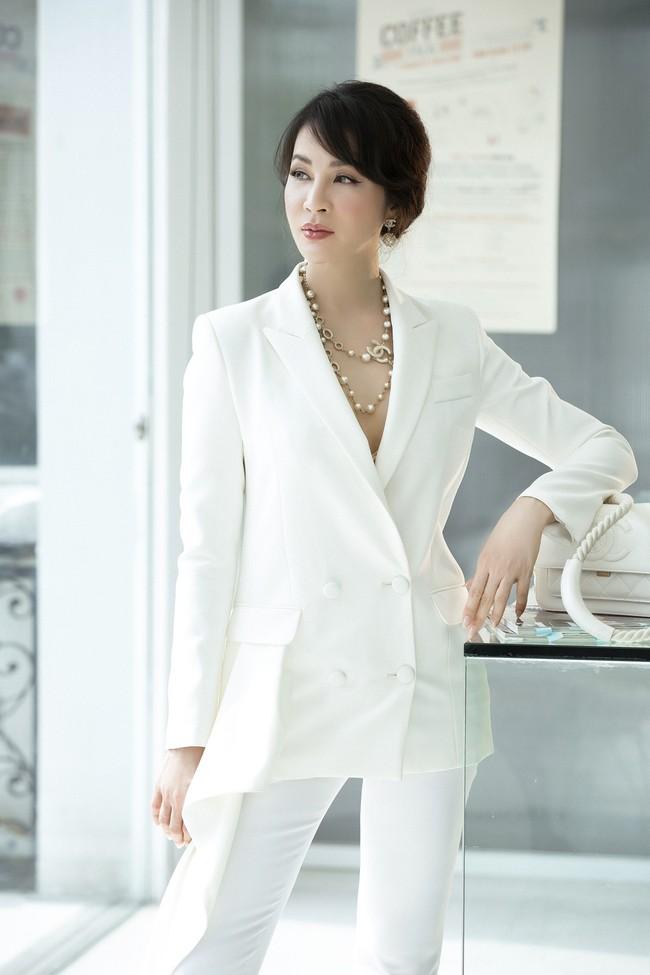 MC Thanh Mai khoe tủ đồ công sở ấn tượng khiến chị em thích mê - Ảnh 1.