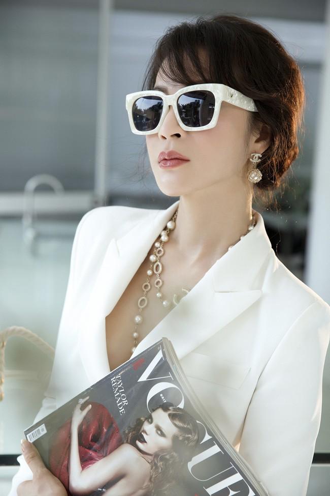 MC Thanh Mai khoe tủ đồ công sở ấn tượng khiến chị em thích mê - Ảnh 2.