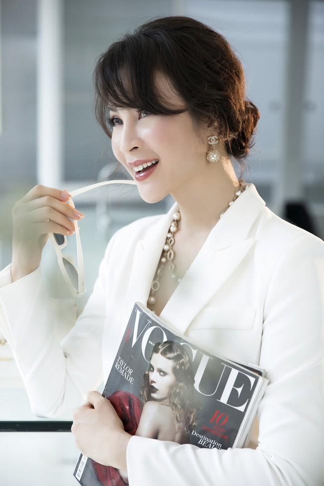 MC Thanh Mai khoe tủ đồ công sở ấn tượng khiến chị em thích mê - Ảnh 3.