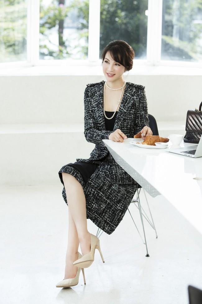 MC Thanh Mai khoe tủ đồ công sở ấn tượng khiến chị em thích mê - Ảnh 4.