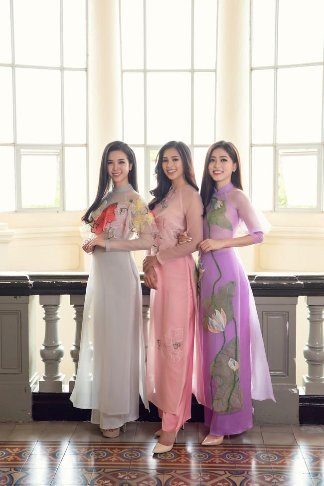 Hoa hậu Tiểu Vy, Á hậu Phương Nga, Thúy An khoe nhan sắc rực rỡ trong tà áo dài Tết - Ảnh 2.
