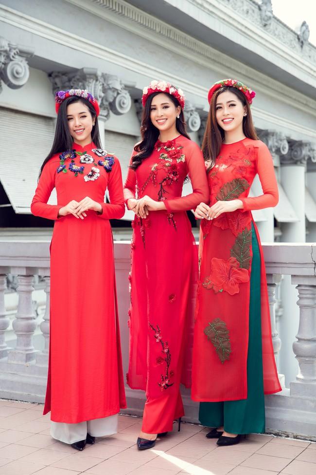 Hoa hậu Tiểu Vy, Á hậu Phương Nga, Thúy An khoe nhan sắc rực rỡ trong tà áo dài Tết - Ảnh 3.