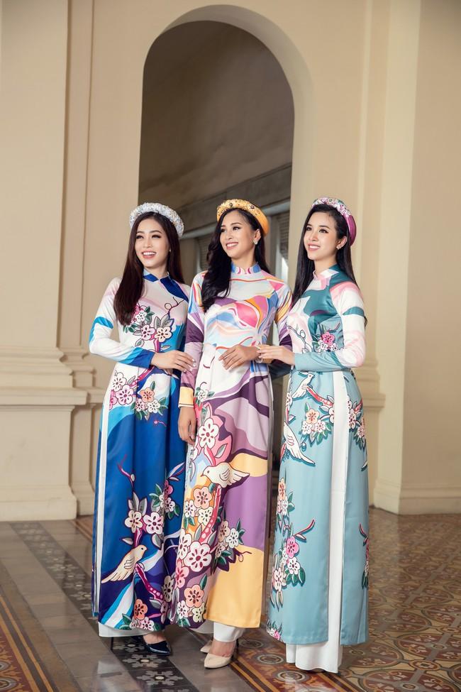 Hoa hậu Tiểu Vy, Á hậu Phương Nga, Thúy An khoe nhan sắc rực rỡ trong tà áo dài Tết - Ảnh 4.