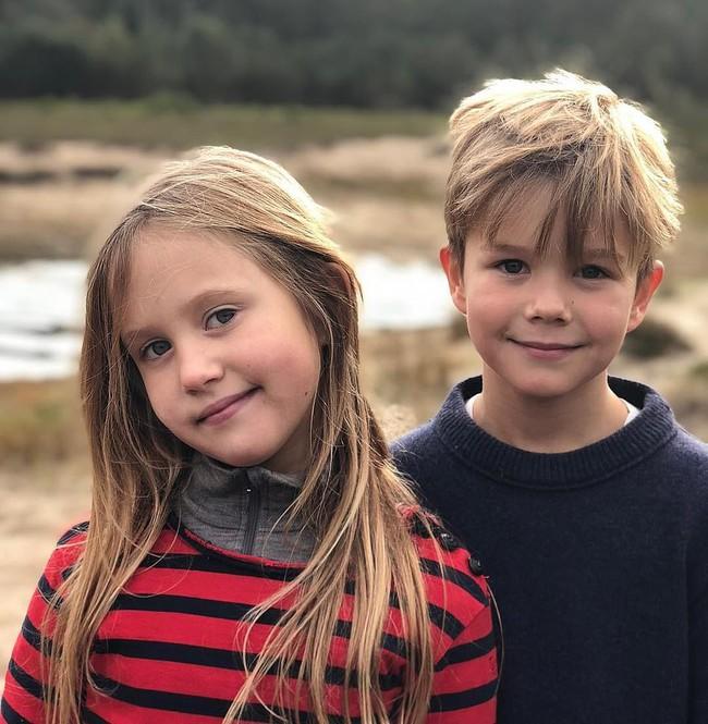 Hai bé sinh đôi Hoàng gia Đan Mạch gây sốt với vẻ đẹp lung linh khiến George và Charlotte nước Anh cũng bị lu mờ - Ảnh 6.