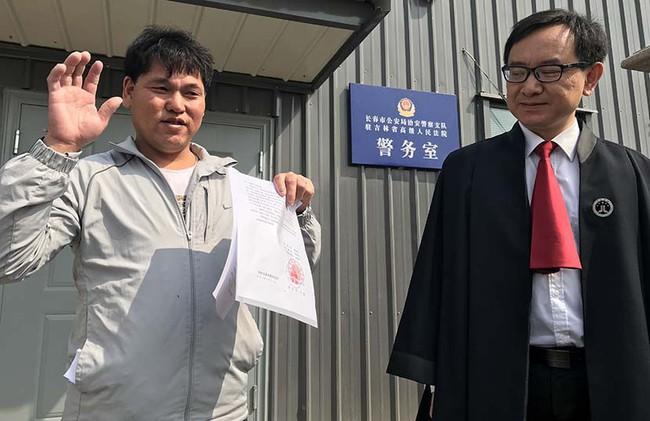 Trung Quốc: Người đàn ông được bồi thường hơn 15 tỷ vì bị tù oan suốt 25 năm ròng rã - Ảnh 1.