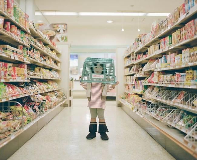 """Cậu bé ăn nho trong siêu thị bị nhân viên lớn tiếng mắng """"không có giáo dục"""", người mẹ đưa ra cách giải quyết đáng ngưỡng mộ - Ảnh 2."""