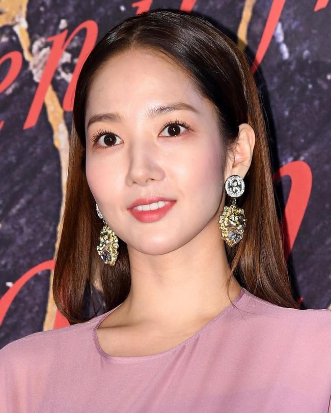 """Park Min Young tự tay """"dìm dáng"""" với đầm bánh bèo tím lịm, gương mặt lộ dấu liệu lão hóa kém sắc giữa dàn mỹ nhân - Ảnh 4."""