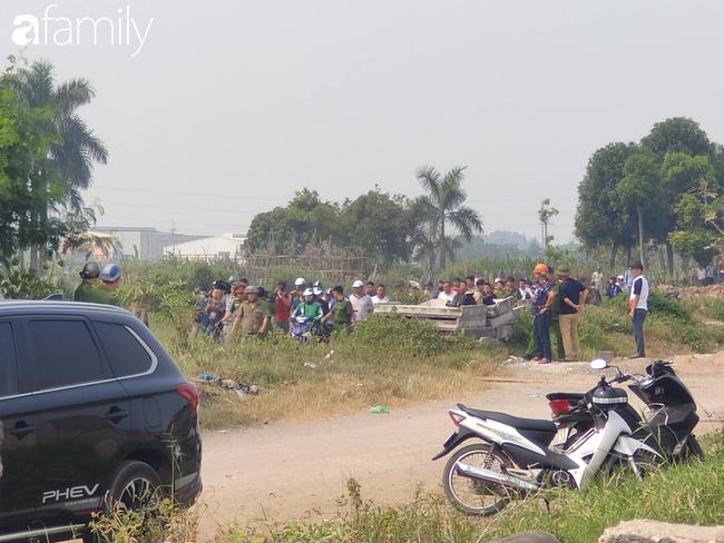 NÓNG: Đang thực nghiệm hiện trường vụ nam sinh 18 tuổi chạy xe ôm công nghệ bị sát hại ở Hà Nội - Ảnh 1.
