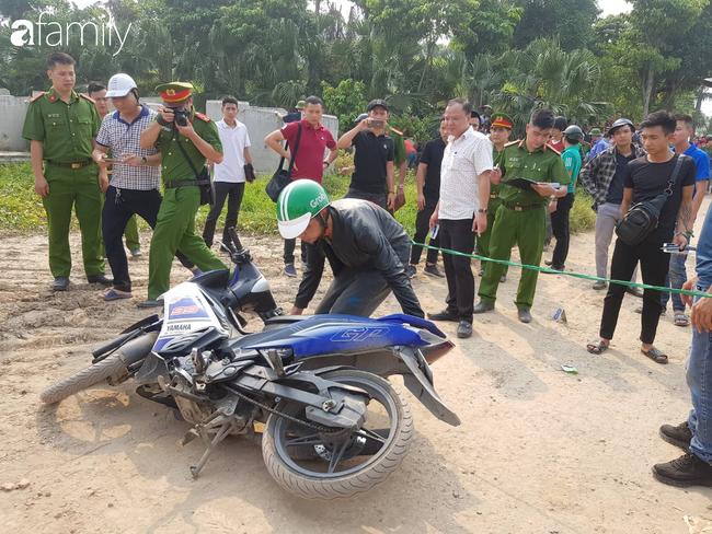 NÓNG: Đang thực nghiệm hiện trường vụ nam sinh 18 tuổi chạy xe ôm công nghệ bị sát hại ở Hà Nội - Ảnh 5.