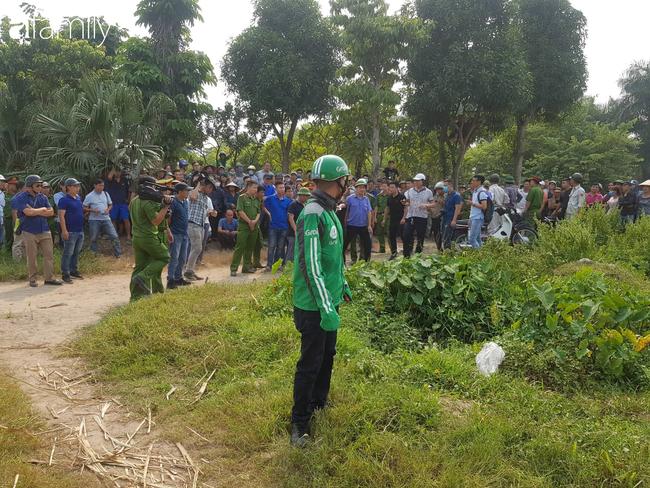 NÓNG: Đang thực nghiệm hiện trường vụ nam sinh 18 tuổi chạy xe ôm công nghệ bị sát hại ở Hà Nội - Ảnh 7.