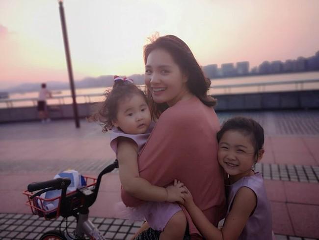 """Hoa hậu Hương Giang chơi trò hỏi nhanh đáp gọn với con gái để """"test cảm giác"""" về mẹ khiến ai cũng bất ngờ - Ảnh 6."""