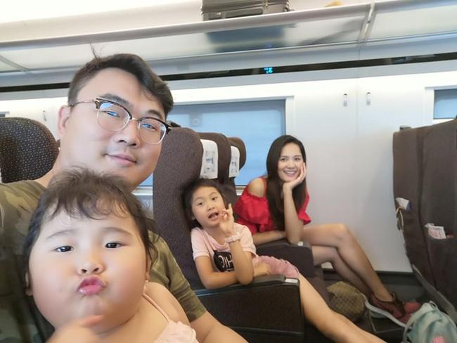 """Hoa hậu Hương Giang chơi trò hỏi nhanh đáp gọn với con gái để """"test cảm giác"""" về mẹ khiến ai cũng bất ngờ - Ảnh 7."""