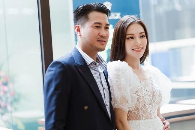 Linh Rin xuất hiện rạng rỡ thoải mái cùng Phillip Nguyễn ra mắt bố mẹ bạn trai - Ảnh 4.