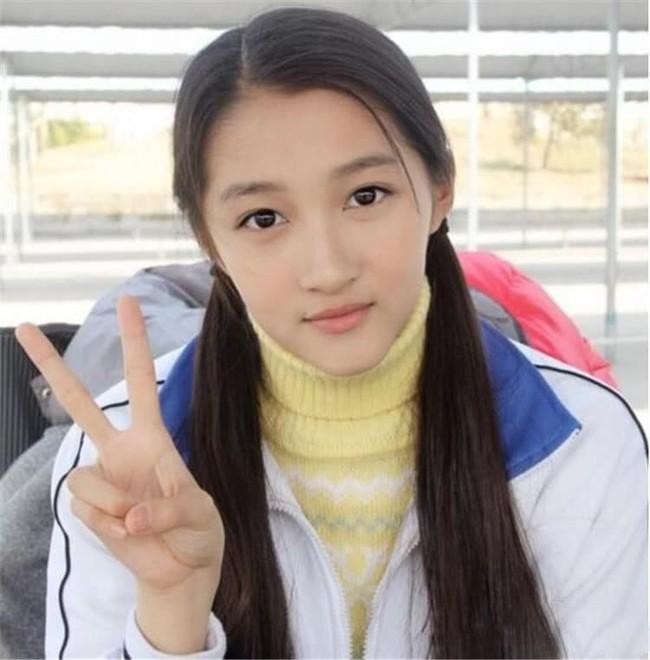 Hình ảnh Dương Mịch, Lưu Diệc Phi và dàn mỹ nhân Cbiz khi ở tuổi 17 - Ảnh 1.