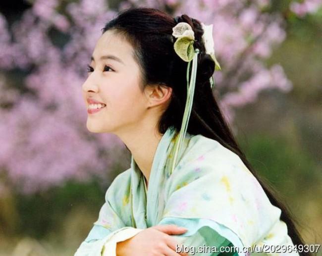 Hình ảnh Dương Mịch, Lưu Diệc Phi và dàn mỹ nhân Cbiz khi ở tuổi 17 - Ảnh 2.
