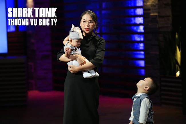 """Shark Liên quên mất mình là """"cá mập"""" mà tan chảy trước bé con theo mẹ đi gọi vốn, hé lộ đang thèm lên cả chức """"bà nội"""" lắm rồi đây - Ảnh 4."""