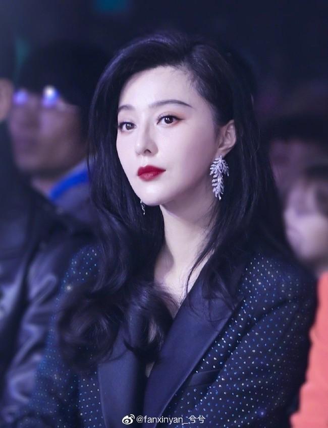 """Dù chỉ là hình chưa qua chỉnh sửa, Phạm Băng Băng vẫn xinh đẹp và đẳng cấp """"ăn đứt"""" cả Hoa hậu Thế giới Trương Tử Lâm - Ảnh 6."""
