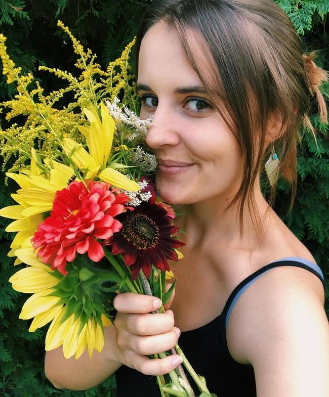 Ngắm khu vườn đẹp như tranh vẽ của cô gái hai mươi có niềm đam mê trồng trọt - Ảnh 4.