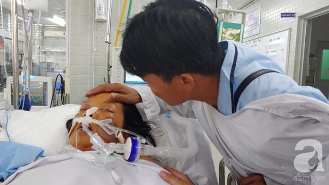 """Thai phụ sắp sinh thì nguy kịch, người chồng đau đớn thì thầm với vợ đang hôn mê: """"Con mất rồi, em tỉnh lại đi..."""" - Ảnh 1."""