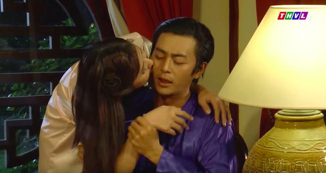 """""""Tiếng sét trong mưa"""": Cảnh 18+ lại xuất hiện, Hạnh Nhi mặc áo ngủ hở ngực, nửa đêm tìm con chồng ép ân ái  - Ảnh 3."""