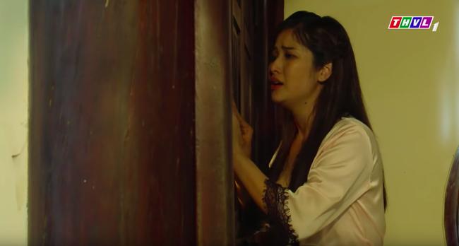 """""""Tiếng sét trong mưa"""": Cảnh 18+ lại xuất hiện, Hạnh Nhi mặc áo ngủ hở ngực, nửa đêm tìm con chồng ép ân ái  - Ảnh 11."""