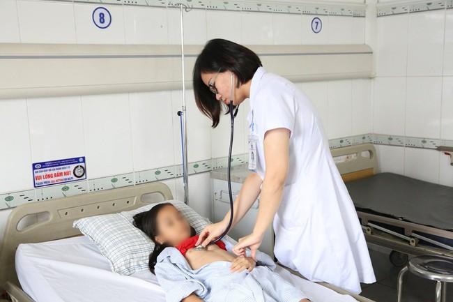 Bé H. được các bác sĩ can thiệp kịp thời 2 dị tật bẩm sinh