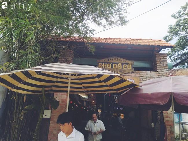 Lạc vào chợ đồ cổ Cao Minh - nơi buôn bán hoài niệm, tìm về hồi ức giữa lòng Sài Gòn - Ảnh 1.