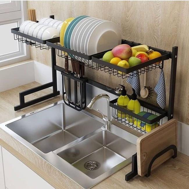 Một phụ kiện siêu thông minh cho khu vực bồn rửa sẽ khiến bà nội trợ nào cũng thích mê vì giúp bát đĩa luôn khô cong, sạch sẽ - Ảnh 2.