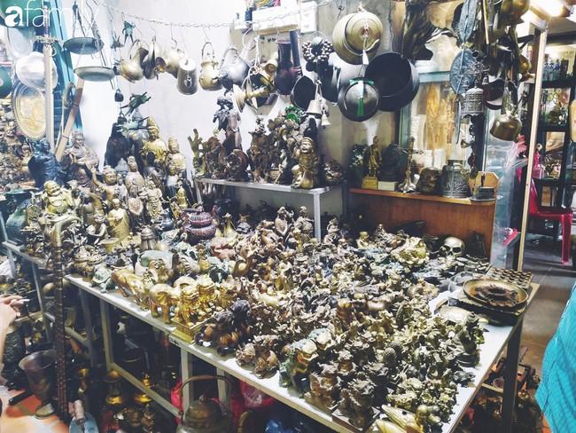 Lạc vào chợ đồ cổ Cao Minh - nơi buôn bán hoài niệm, tìm về hồi ức giữa lòng Sài Gòn - Ảnh 12.