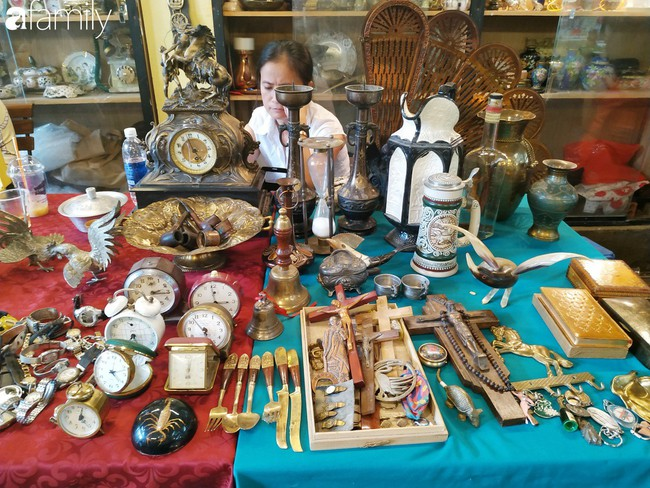 Lạc vào chợ đồ cổ Cao Minh - nơi buôn bán hoài niệm, tìm về hồi ức giữa lòng Sài Gòn - Ảnh 13.