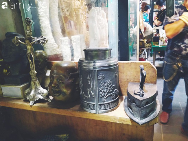 Lạc vào chợ đồ cổ Cao Minh - nơi buôn bán hoài niệm, tìm về hồi ức giữa lòng Sài Gòn - Ảnh 14.