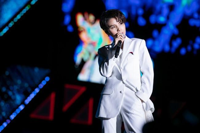 """Thăng hoa trên sân khấu Asia Song Festival, Vũ Cát Tường ghi điểm với fan quốc tế bằng chất giọng """"khủng"""" - Ảnh 3."""