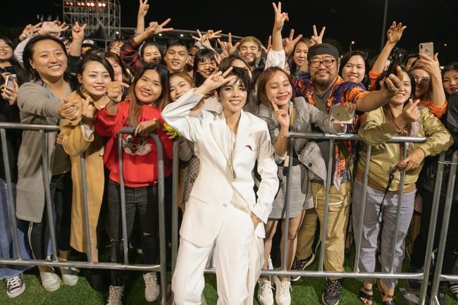 """Thăng hoa trên sân khấu Asia Song Festival, Vũ Cát Tường ghi điểm với fan quốc tế bằng chất giọng """"khủng"""" - Ảnh 8."""