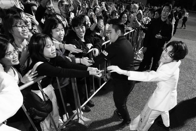 """Thăng hoa trên sân khấu Asia Song Festival, Vũ Cát Tường ghi điểm với fan quốc tế bằng chất giọng """"khủng"""" - Ảnh 9."""