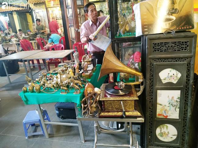 Lạc vào chợ đồ cổ Cao Minh - nơi buôn bán hoài niệm, tìm về hồi ức giữa lòng Sài Gòn - Ảnh 26.