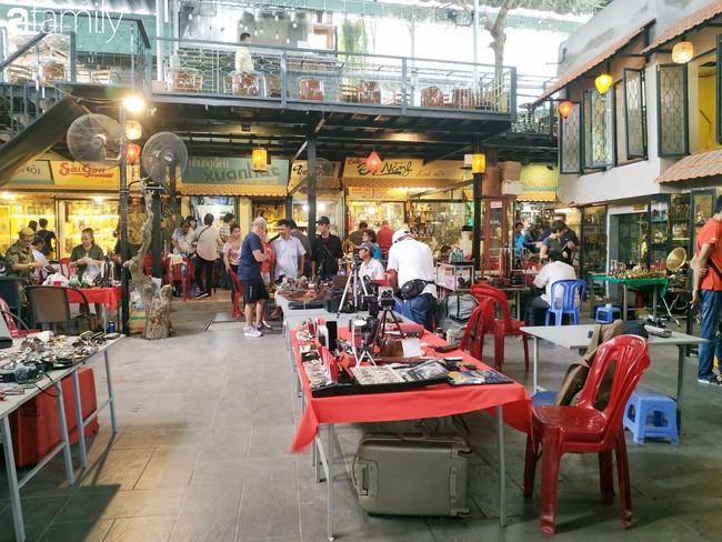 Lạc vào chợ đồ cổ Cao Minh - nơi buôn bán hoài niệm, tìm về hồi ức giữa lòng Sài Gòn - Ảnh 24.