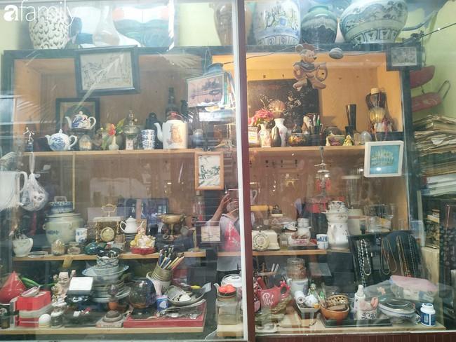 Lạc vào chợ đồ cổ Cao Minh - nơi buôn bán hoài niệm, tìm về hồi ức giữa lòng Sài Gòn - Ảnh 25.
