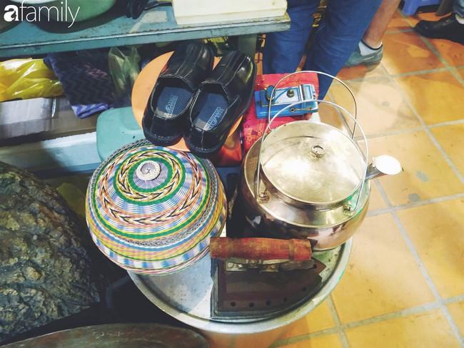 Lạc vào chợ đồ cổ Cao Minh - nơi buôn bán hoài niệm, tìm về hồi ức giữa lòng Sài Gòn - Ảnh 6.