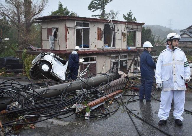 Loạt ảnh và clip tàn khốc cho thấy sự nguy hiểm của siêu bão Hagibis sắp càn quét Nhật Bản - Ảnh 4.