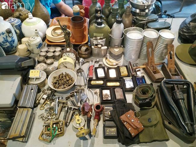 Lạc vào chợ đồ cổ Cao Minh - nơi buôn bán hoài niệm, tìm về hồi ức giữa lòng Sài Gòn - Ảnh 5.