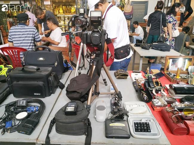 Lạc vào chợ đồ cổ Cao Minh - nơi buôn bán hoài niệm, tìm về hồi ức giữa lòng Sài Gòn - Ảnh 8.