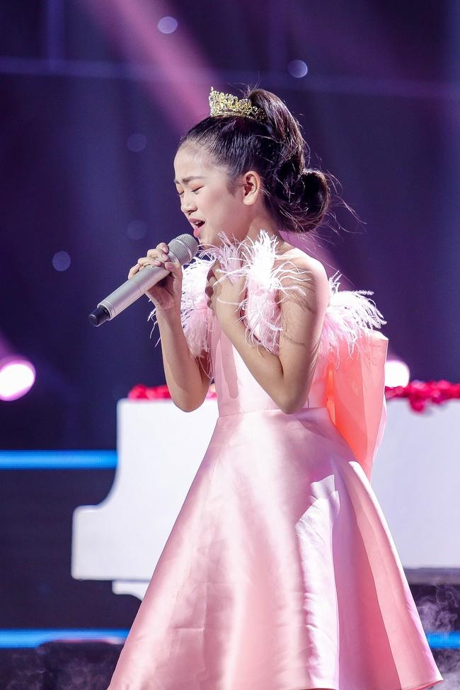 The Voice Kids: Hát nhạc của Lara Fabian, học trò Hương Giang khiến khán giả trầm trồ với màn trình diễn xuất thần - Ảnh 8.