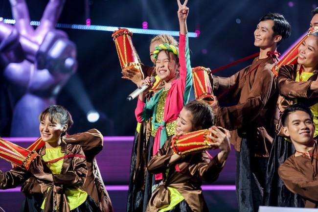 The Voice Kids: Hát nhạc của Lara Fabian, học trò Hương Giang khiến khán giả trầm trồ với màn trình diễn xuất thần - Ảnh 9.