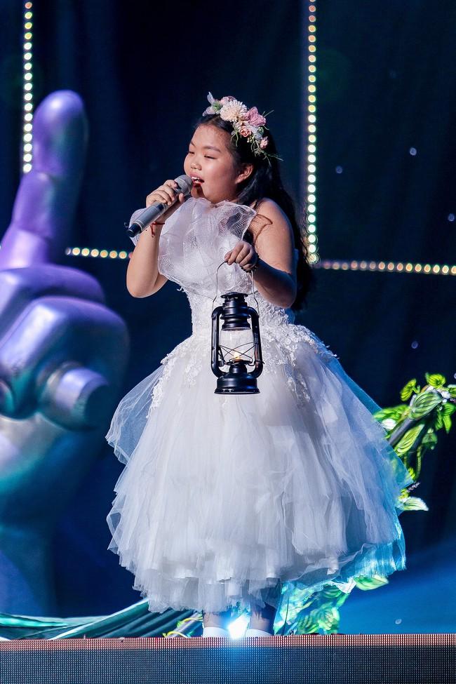 The Voice Kids: Hát nhạc của Lara Fabian, học trò Hương Giang khiến khán giả trầm trồ với màn trình diễn xuất thần - Ảnh 5.