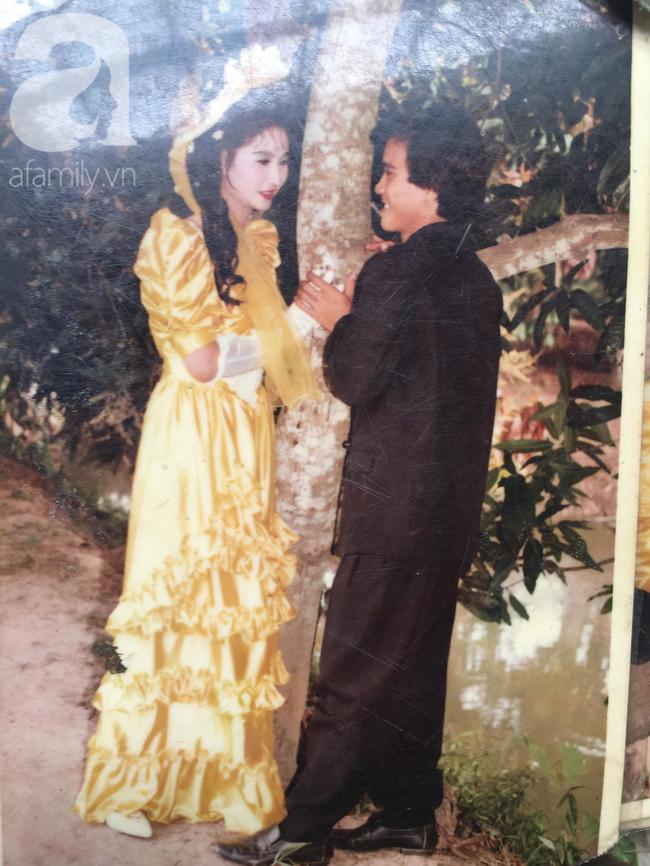 Đám cưới 25 năm trước của cô gái Đồng Tháp: Lấy anh hàng xóm vì được tặng trứng vịt mỗi ngày, thay đến 6 cái váy lộng lẫy - Ảnh 11.