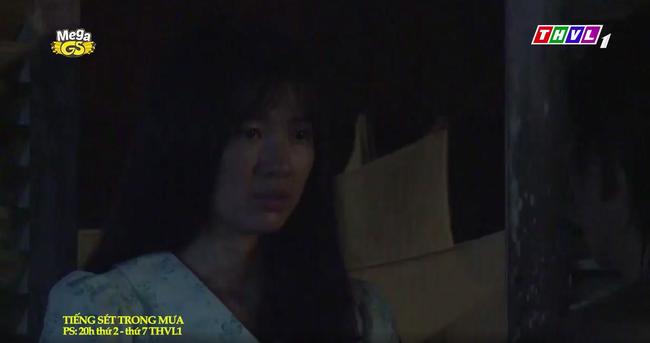 """""""Tiếng sét trong mưa"""": Trọn bộ cảnh con trai Thị Bình ngủ với em gái, còn sốc hơn màn ân ái 18+ cùng mẹ kế - Ảnh 2."""