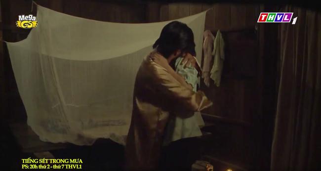 """""""Tiếng sét trong mưa"""": Trọn bộ cảnh con trai Thị Bình ngủ với em gái, còn sốc hơn màn ân ái 18+ cùng mẹ kế - Ảnh 7."""