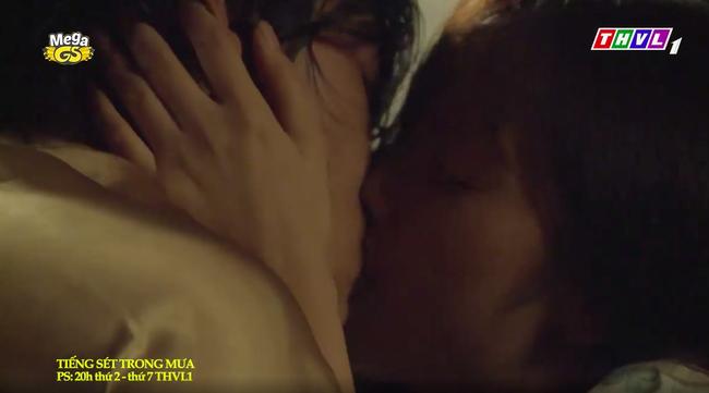 """""""Tiếng sét trong mưa"""": Trọn bộ cảnh con trai Thị Bình ngủ với em gái, còn sốc hơn màn ân ái 18+ cùng mẹ kế - Ảnh 10."""