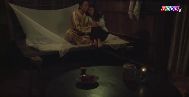 """""""Tiếng sét trong mưa"""": Trọn bộ cảnh con trai Thị Bình ngủ với em gái, còn sốc hơn màn ân ái 18+ cùng mẹ kế - Ảnh 12."""